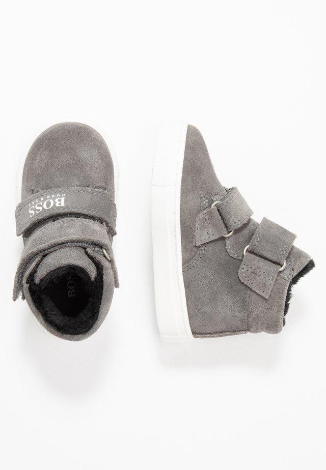TURNSCHUHE - Chaussures premiers pas - mittelgrau