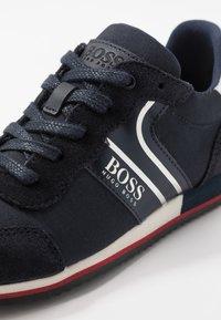 BOSS Kidswear - TRAINERS - Sneakers basse - navy - 5