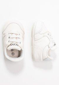 BOSS Kidswear - TRAINERS - Spedbarnsko - white - 0