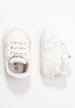 TRAINERS - Chaussons pour bébé - white