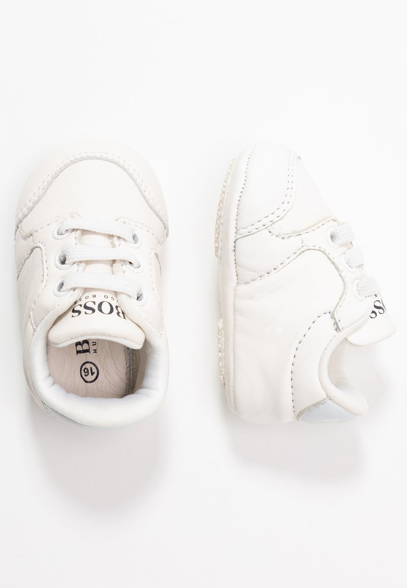 BOSS Kidswear - TRAINERS - Spedbarnsko - white