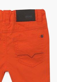 BOSS Kidswear - BERMUDA  - Kraťasy - bright red - 3