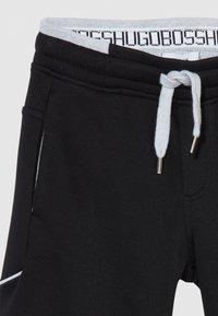 BOSS Kidswear - BERMUDA - Pantalones deportivos - black - 3