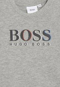 BOSS Kidswear - LANGARM - Maglietta a manica lunga - gris chine - 3