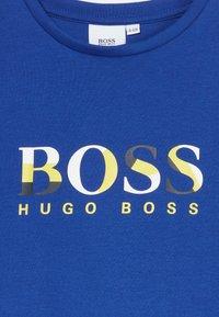BOSS Kidswear - SHORT SLEEVES TEE - T-shirt imprimé - blue - 3
