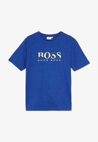 BOSS Kidswear - SHORT SLEEVES TEE - T-shirt imprimé - blue - 2