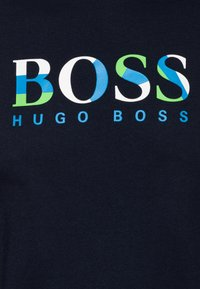 BOSS Kidswear - SHORT SLEEVES TEE - Print T-shirt - navy