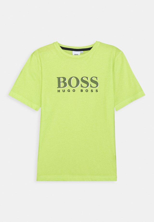 SHORT SLEEVES TEE - T-shirt z nadrukiem - green lemon