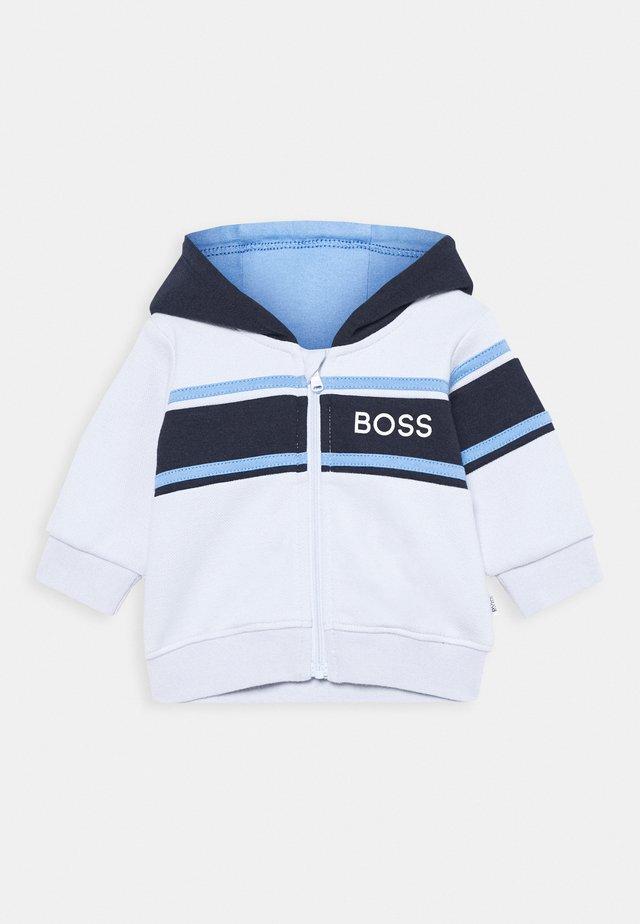 CARDIGAN SUIT BABY - Vest - pale blue