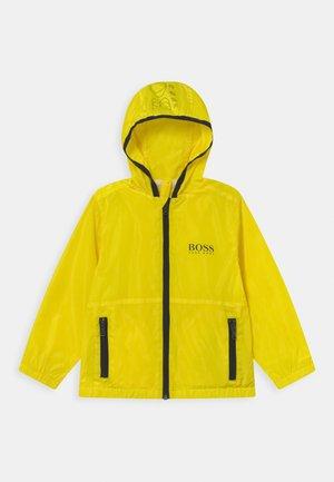 WINDBREAKER - Lehká bunda - yellow