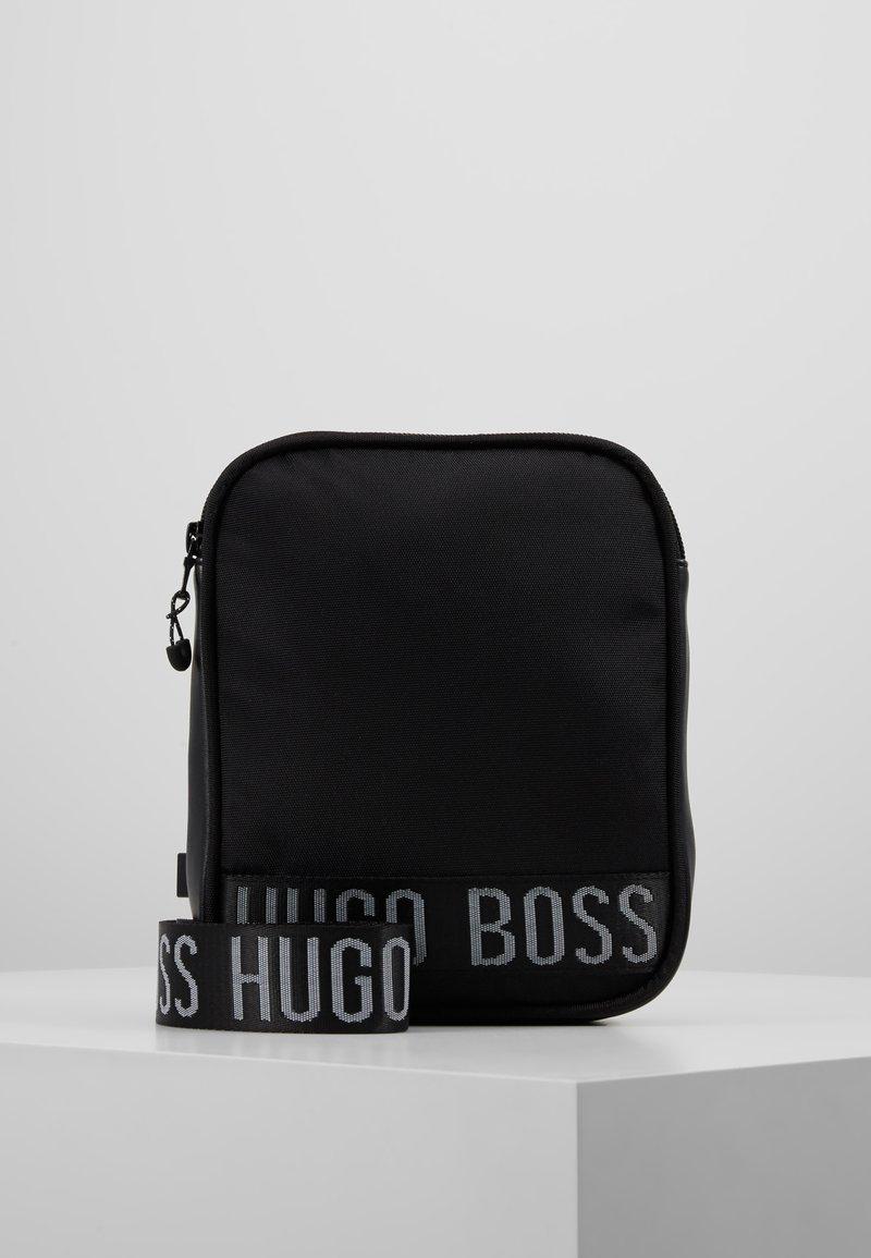 BOSS Kidswear - Umhängetasche - schwarz