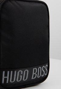 BOSS Kidswear - Sac bandoulière - schwarz - 2