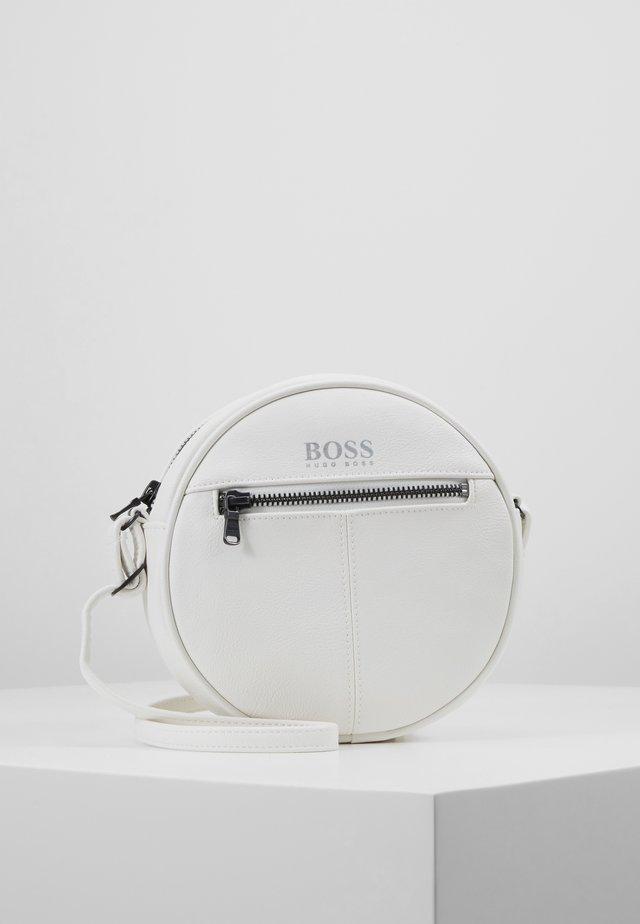 SHOULDER BAG - Taška spříčným popruhem - white