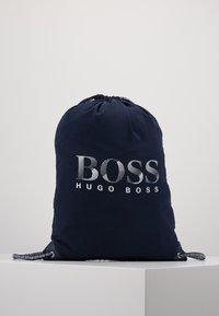 BOSS Kidswear - BEACH BAG - Batoh - navy - 0