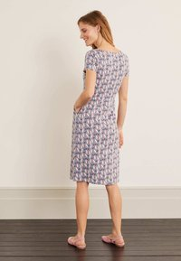 Boden - Jersey dress - weltraumgrau, tropenvogel - 3