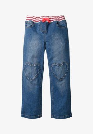 MIT HERZAUFNÄHERN - Straight leg jeans - rinsed denim