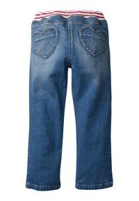Boden - MIT HERZAUFNÄHERN - Straight leg jeans - rinsed denim - 1