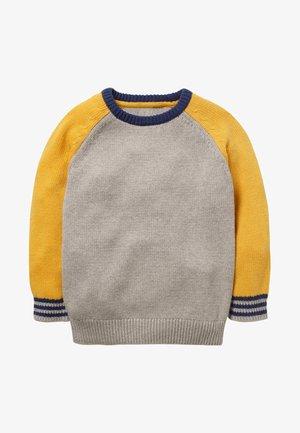 MIT RUNDHALSAUSSCHNITT UND BLOCKFARBEN - Jumper - mottled grey/yellow