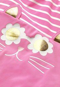 Boden - MIT ORIGINELLER HINTERSEITE - Swimsuit - sweet pink/natural white - 2