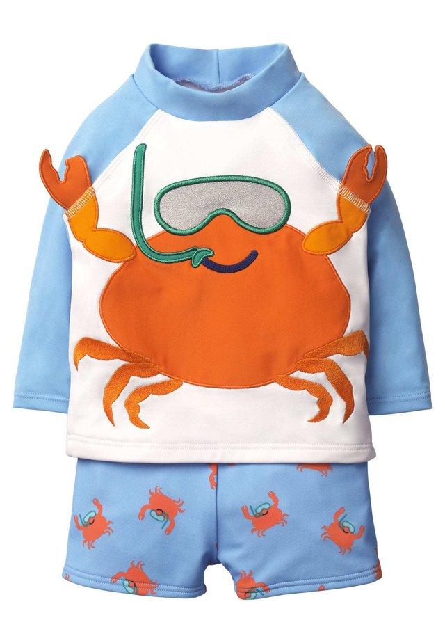 MIT KRABBEN-MOTIV - Swimsuit - wolkenblau, krabbe