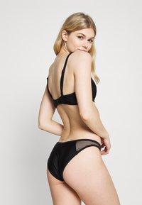 Boux Avenue - ZANTE INSERT HIGH LEG BRAZILIAN BRIEF - Braguita de bikini - black - 2