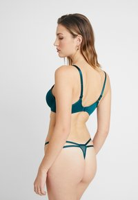 Boux Avenue - ODETTE DECO THONG - String - emerald - 2