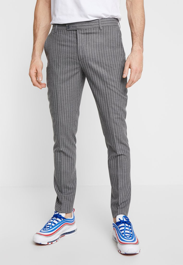 boohoo MAN - WIDE STRIPE TAPERED FIT SMART TROUSER - Pantalón de traje - grey