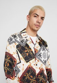 boohoo MAN - CHAIN LONG SLEEVE SHIRT - Chemise - black - 3