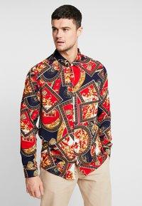 boohoo MAN - BAROQUE CHAIN PRINT LONG SLEEVE SHIRT - Koszula - red - 0