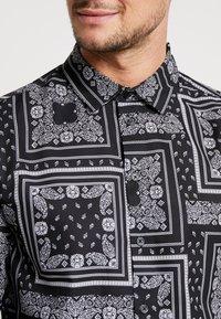 boohoo MAN - BANDANA PRINT LONG SLEEVE SHIRT - Shirt - black - 5