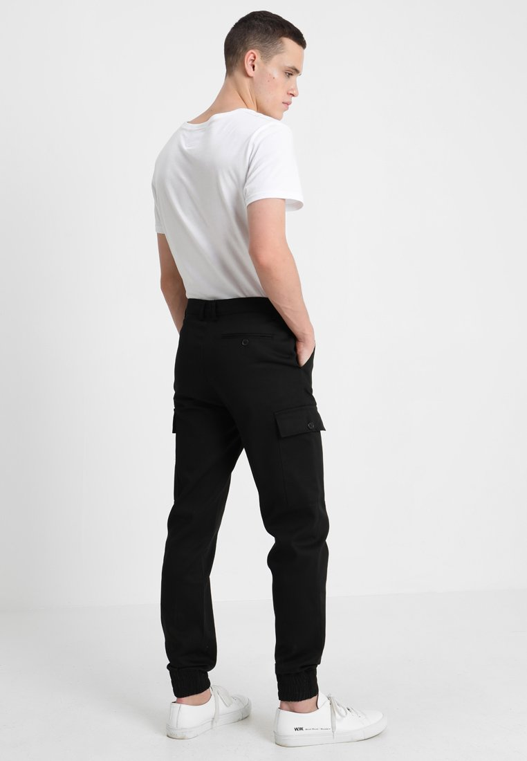 With Trousers Black Boohoo Ankle Cargo CuffsPantalon Man bWDHY9eE2I