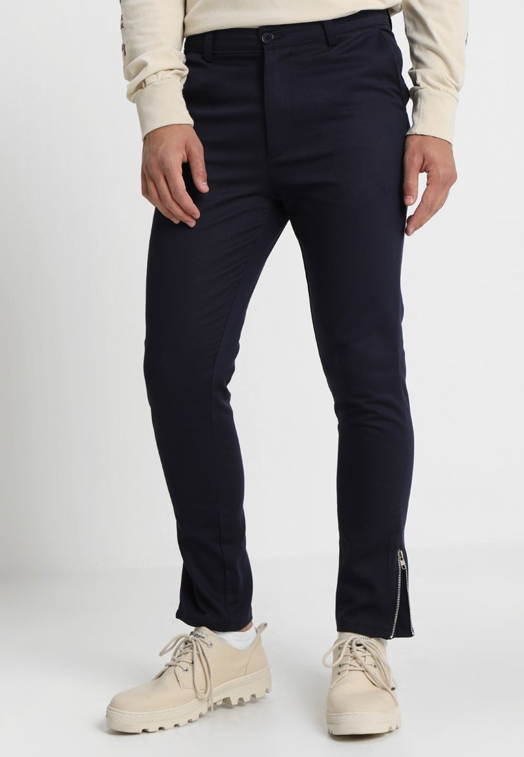 boohoo MAN - NAVY CROPPED ANKLE ZIP DETAIL - Chinos - navy