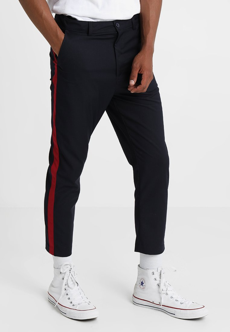boohoo MAN - CROPPED TAPPED DETAIL TROUSER - Trousers - navy