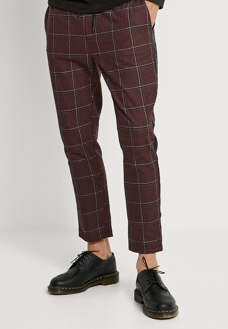 boohoo MAN - TAPED SMART JOGGER TROUSER - Trousers - burgundy