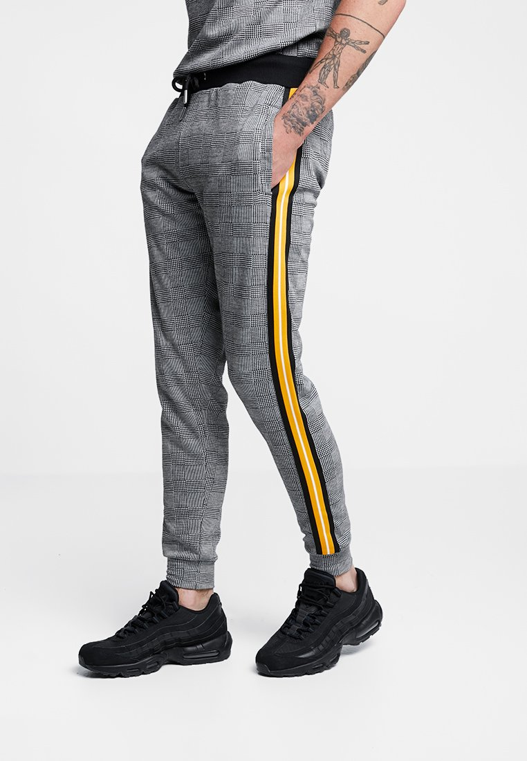 boohoo MAN - CHECK WITH TAPING - Jogginghose - grey