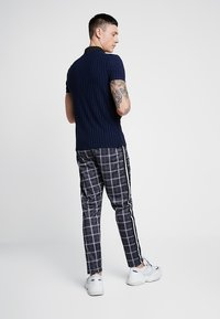 boohoo MAN - CHECK IN TRICOT WITH SIDE TAPING - Kalhoty - grey - 2