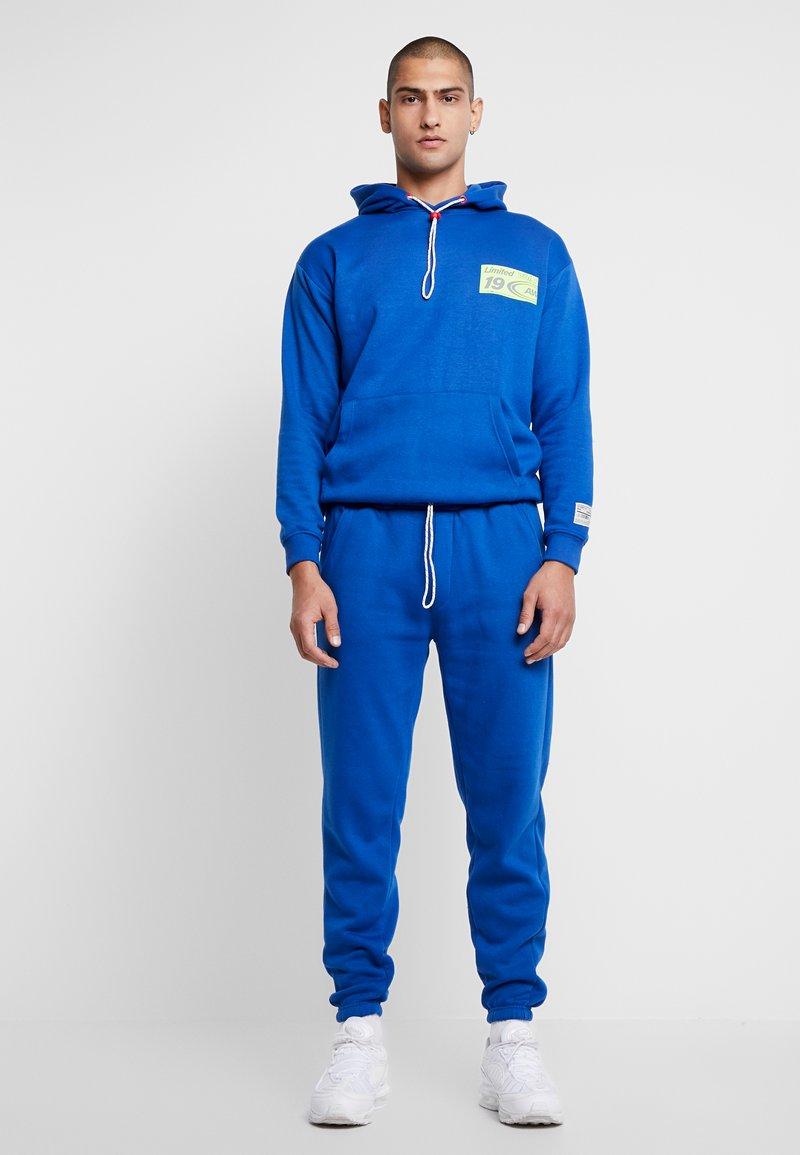 boohoo MAN - MAN LOOSE FIT HOODIE & SKINNY FIT  - Hoodie - blue