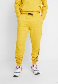 boohoo MAN - MAN EMBROIDERY HOODED TRACKSUIT - Huppari - lemon curry - 3