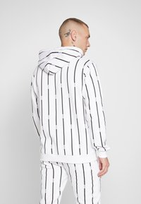 boohoo MAN - STRIPE TRACKSUIT - Bluza z kapturem - white - 3