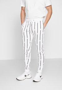 boohoo MAN - STRIPE TRACKSUIT - Bluza z kapturem - white - 4