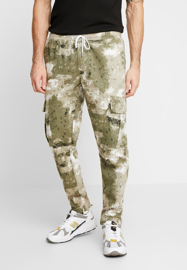 BLURRED CAMO TROUSERS WITH ELASTICATED WAIST - Jogginghose - green