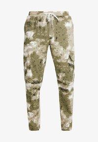 boohoo MAN - BLURRED CAMO TROUSERS WITH ELASTICATED WAIST - Teplákové kalhoty - green - 3