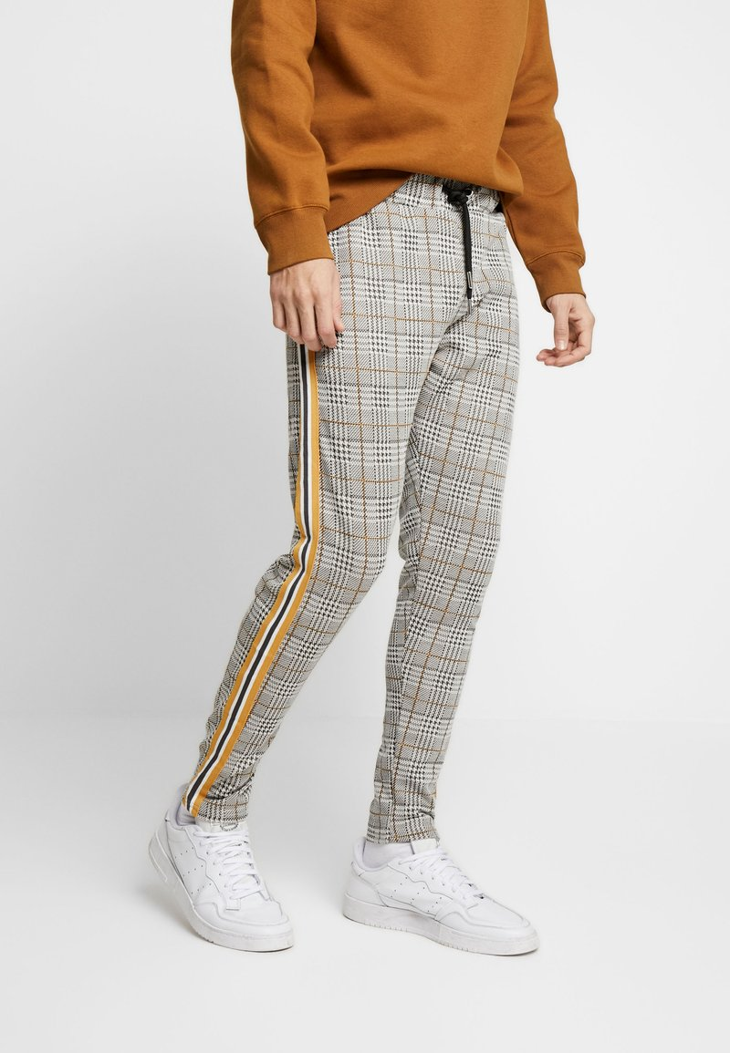 boohoo MAN - CHECKED SMART WITH TAPE DETAIL - Trainingsbroek - grey