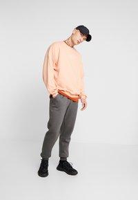 boohoo MAN - Teplákové kalhoty - grey - 1