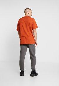 boohoo MAN - Teplákové kalhoty - grey - 2