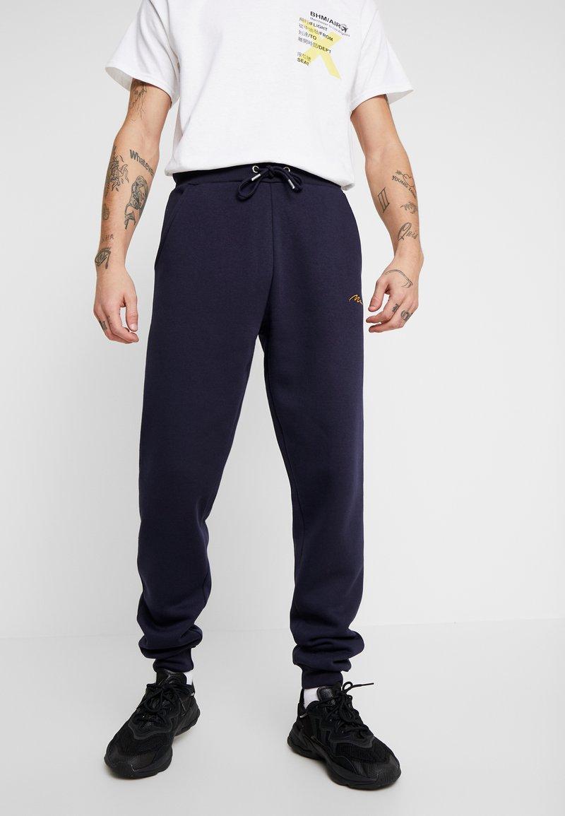 boohoo MAN - Pantaloni sportivi - navy