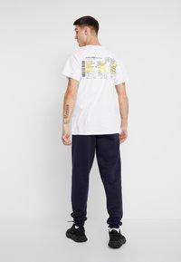 boohoo MAN - Pantaloni sportivi - navy - 2