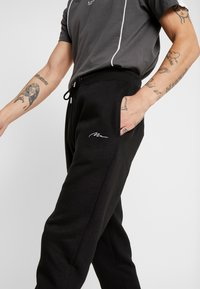 boohoo MAN - Jogginghose - black - 4