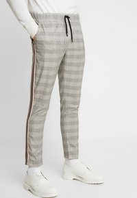 boohoo MAN - CHECK TAPE DETAIL SMART  - Trousers - grey - 0
