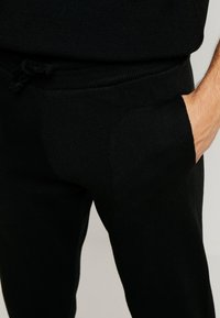 boohoo MAN - REGULAR FIT SET - Tracksuit bottoms - black - 6